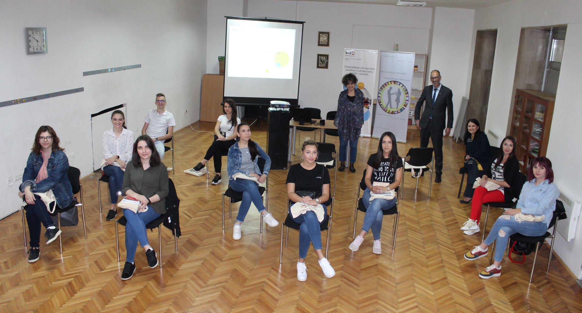 U Centru za cjeloživotno učenje u prostorijama JU BKC KS održao predavanje za studente, te predstavljena misija i aktivnosti DVV Internationala u Bosni i Hercegovini.