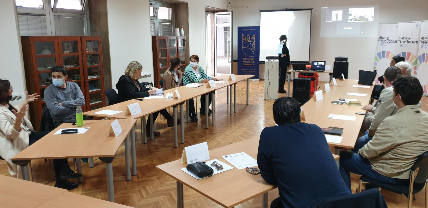 """Održan sastanak tima kojim je zvanično počelo izvođenje projekta """"Glasovi mira""""."""